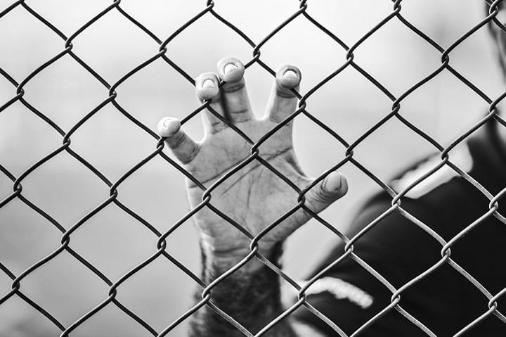حلمت اني محكوم علي بالسجن تفسير حلم هروب السجين من السجن تفسير رؤية الاسير في المنام
