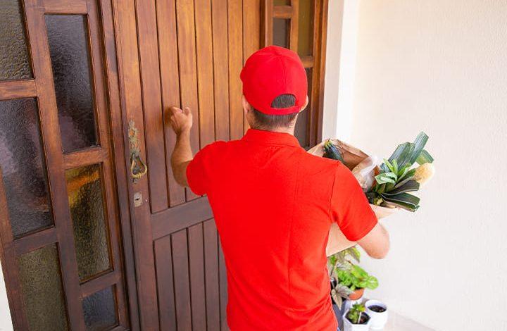 تفسير حلم شخص معروف يدق الباب