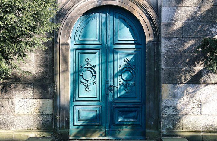 رؤية الباب الحديد في المنام للعزباء
