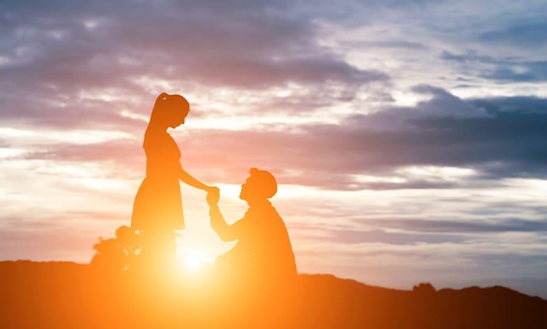 كتمان الحب عند المرأة