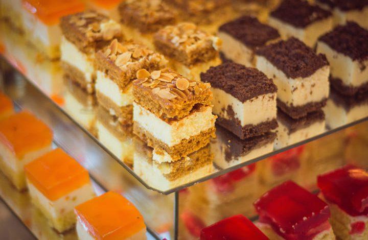 تفسير حلم توزيع الشوكولاتة في المنام للعزباء