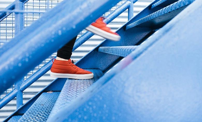 تفسير حلم الخوف من السقوط من الدرج
