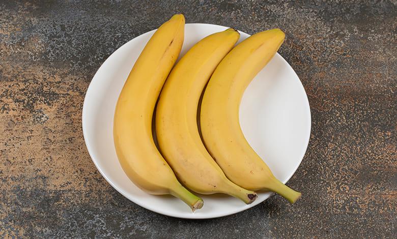تقشير الموز في المنام