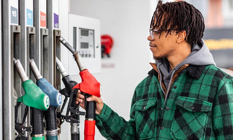 تفسير حلم سكب البنزين على الأرض