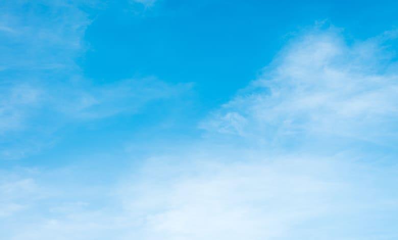اللون الأزرق السماوي في المنام للعزباء