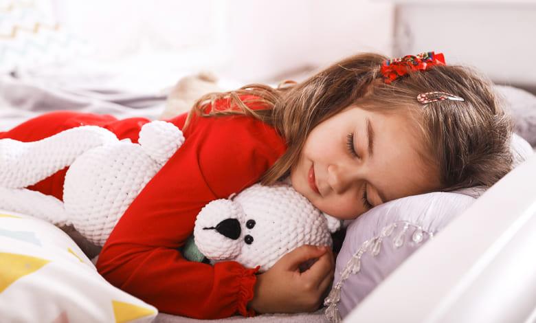 تفسير حلم النوم على السرير مع رجل اعرفه للعزباء