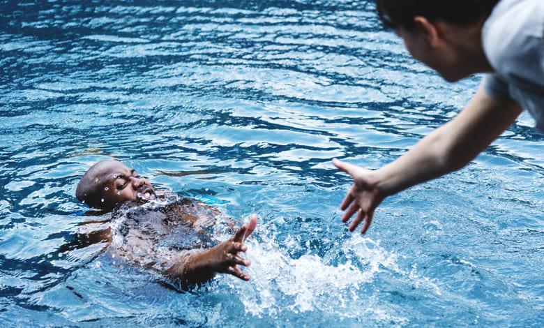تفسير حلم النجاة من الغرق في السيل للعزباء