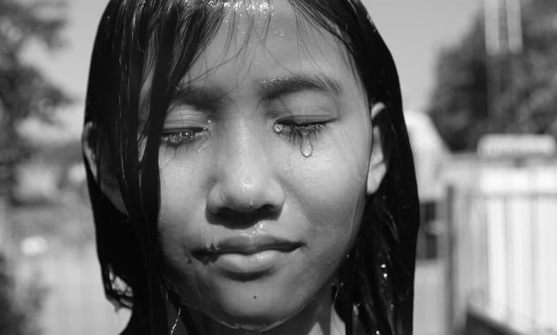 تفسير حلم البكاء بحرقة على شخص مات