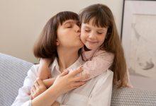 تفسير حلم تقبيل فتاة لفتاة من فمها