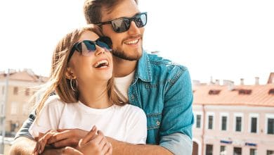 علامات تؤكد حب الزوج لزوجته